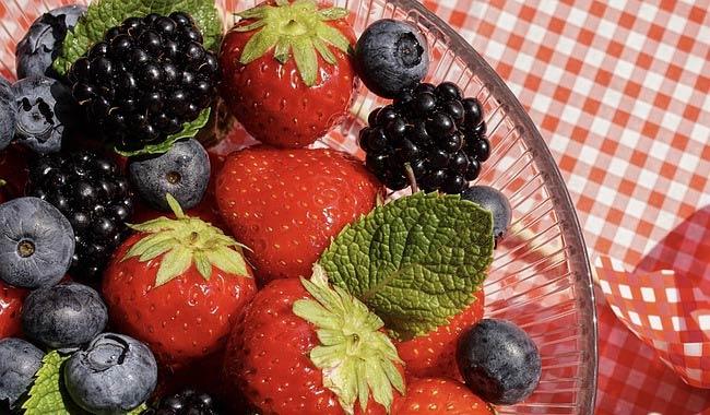 Crema pasticcera con i frutti di bosco