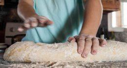 Pizza rustica con pane grattugiato