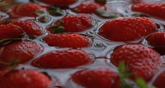 Sbriciolata di fragole e mascarpone: dolce fresco e senza cottura